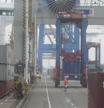 Besuch des Containerterminals und Hafenmuseums