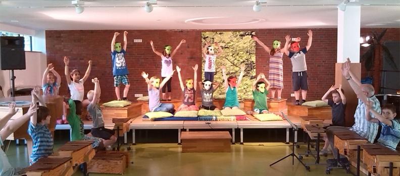Wir führen ein lustiges Mini-Musical auf